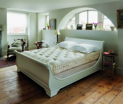 pg95_traditional-bedstead_undressed_rt